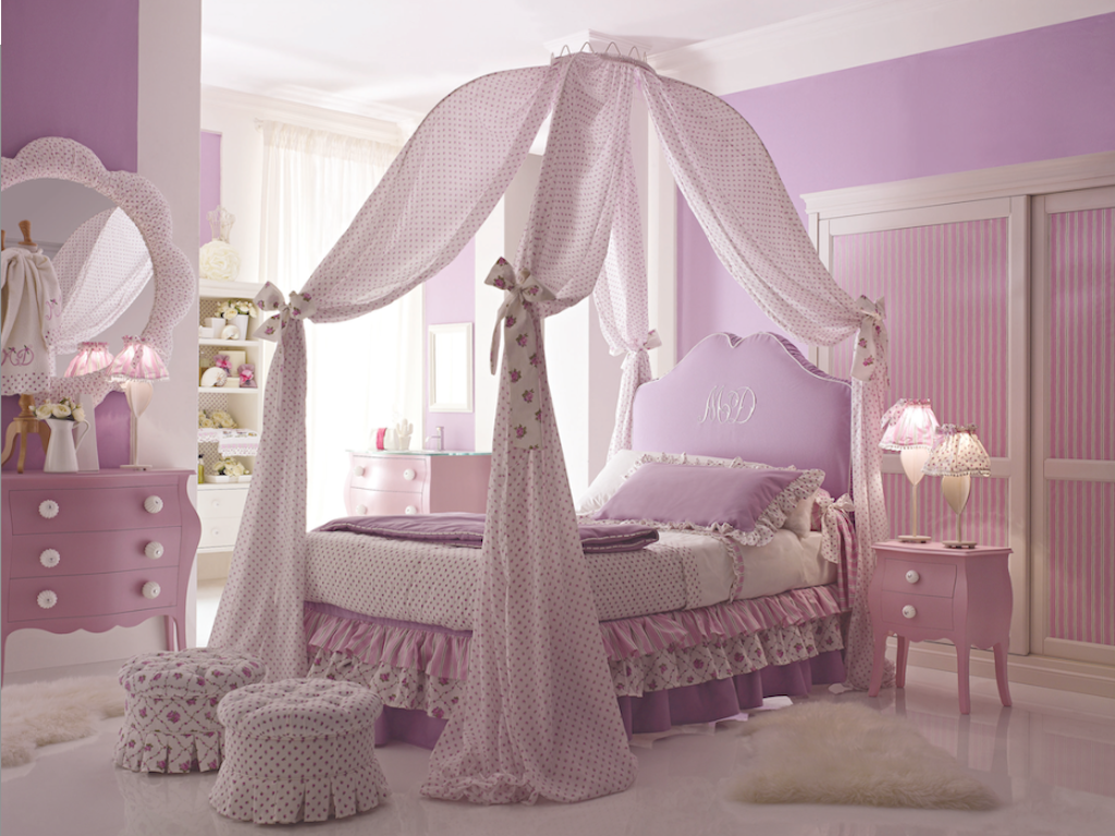 This would have been my dream bedroom when I was a little girl. Isnu0027t the canopy bed cute? & Image of: Princess Toddler Bed Curtains | For my little princess ...