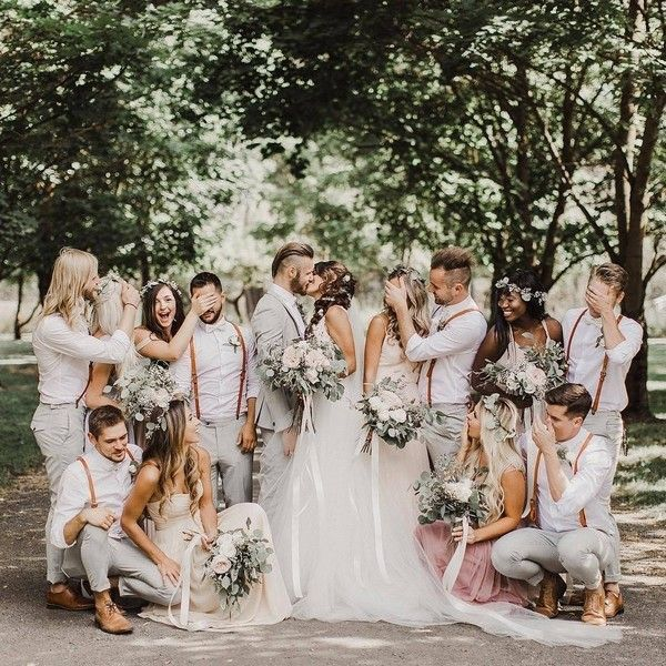 20 Must-Have Wedding Photo Ideas with Bridesmaids and Groomsmen #photosofnature