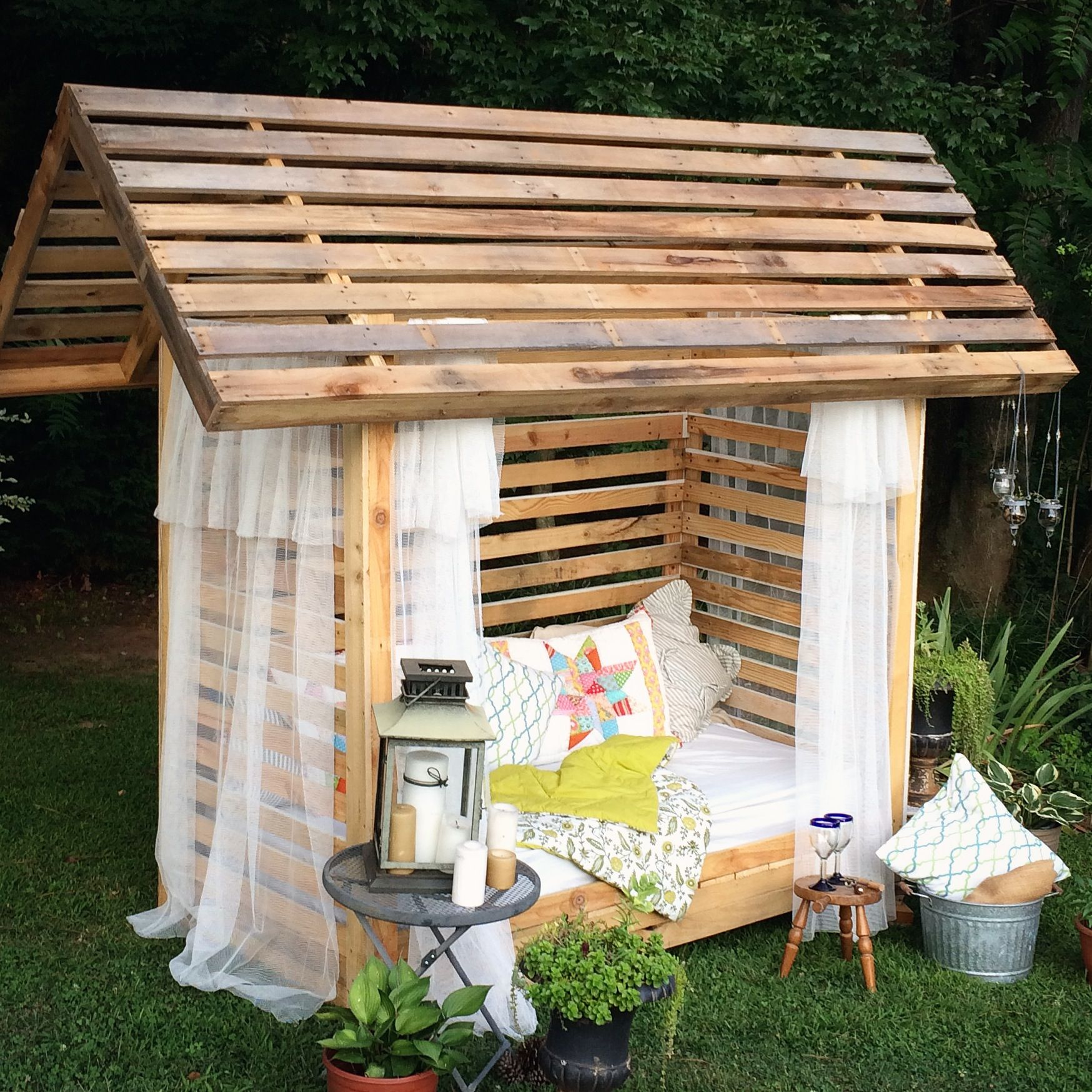 8 Fantastic DIY Outdoor Cabana Lounge Ideas to Try ... on Backyard Nook Ideas id=75391