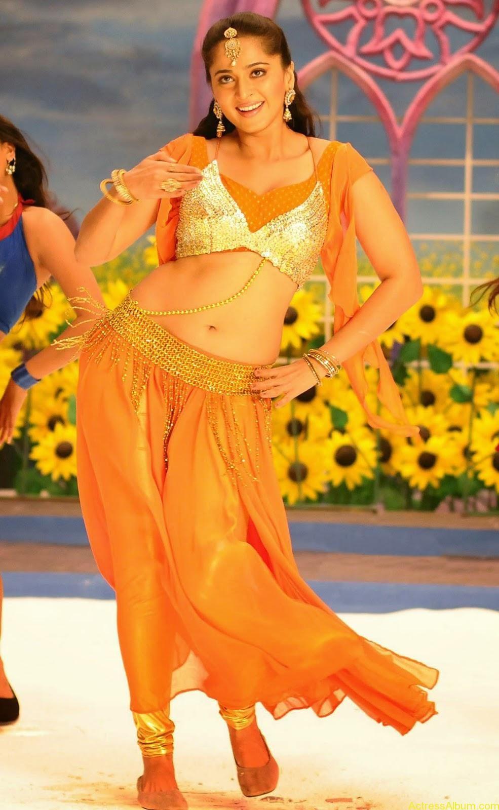 Sexy navel dance