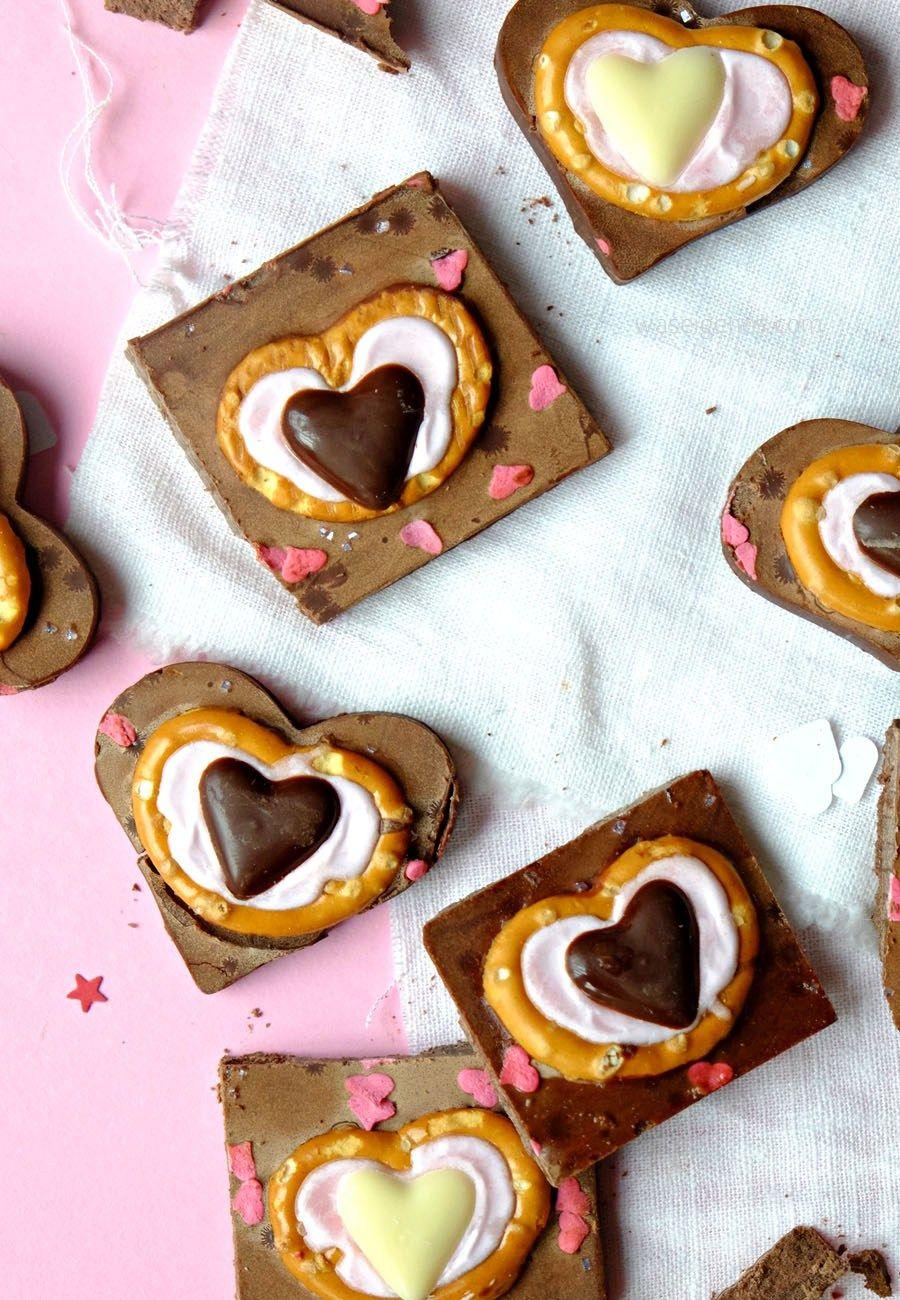 Kleine Aufmerksamkeit Aus Der Küche Zum Valentinstag: Schokoalden Herzen  Zuckerguß Brezeln