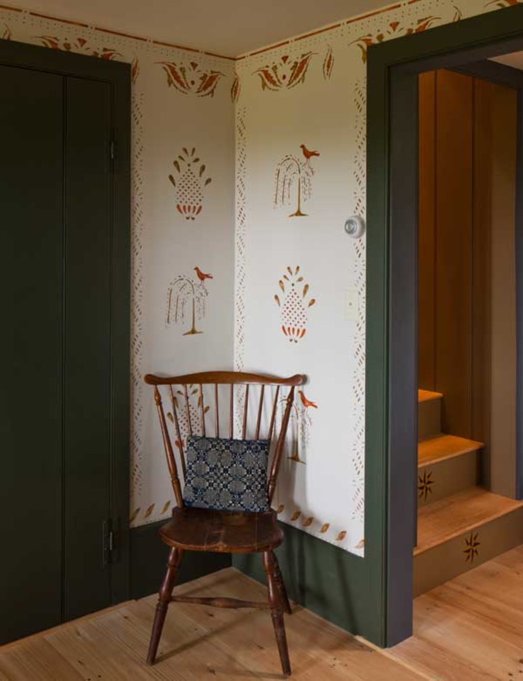 Visit to a Paint Decorator's Home Early american homes