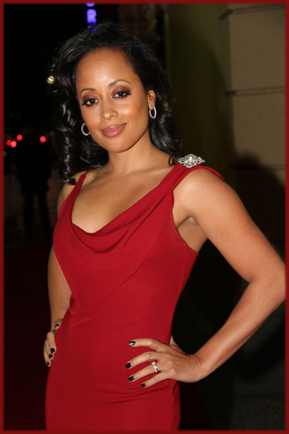 essence atkins hot