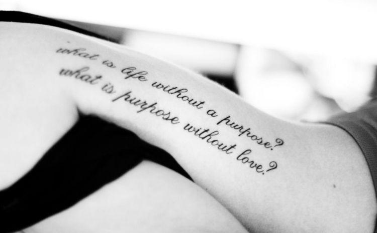 35 Ideen Für Tattoo Schriften Sprüche Und Schriftarten