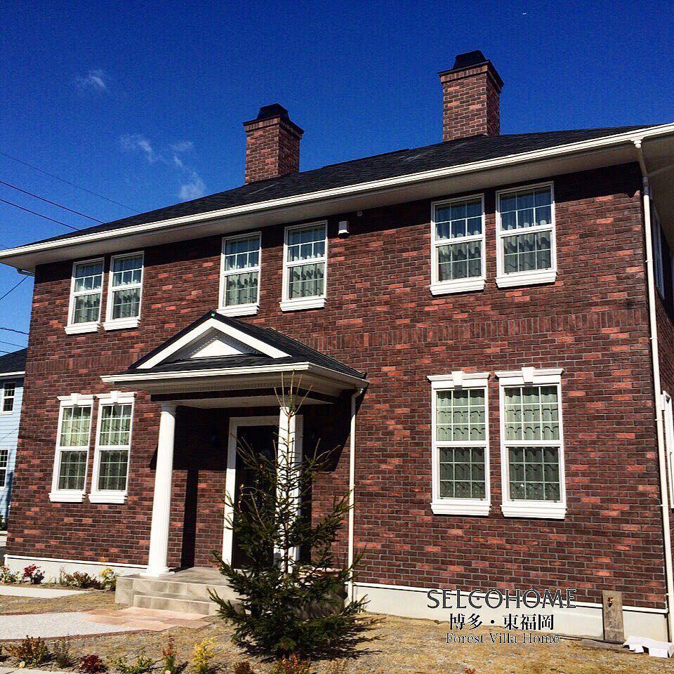 ジョージアンスタイルのお住まい 煙突が青空に映えますね 輸入住宅
