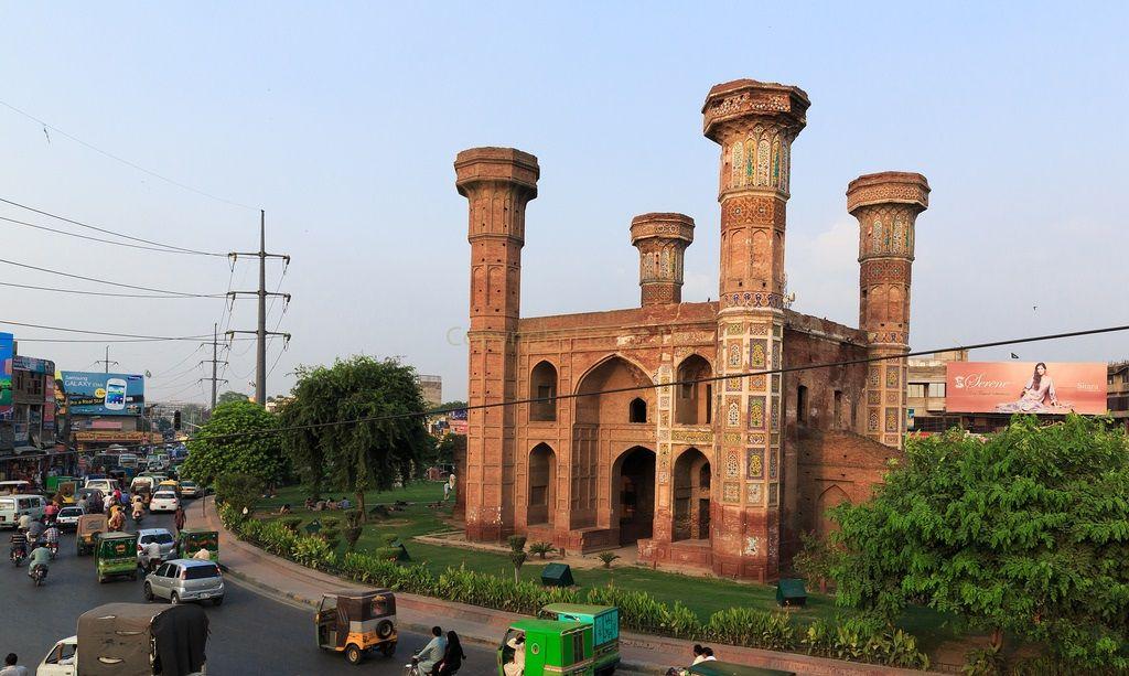 Chauburji.  Chauburji Chowk.  Lahore 57