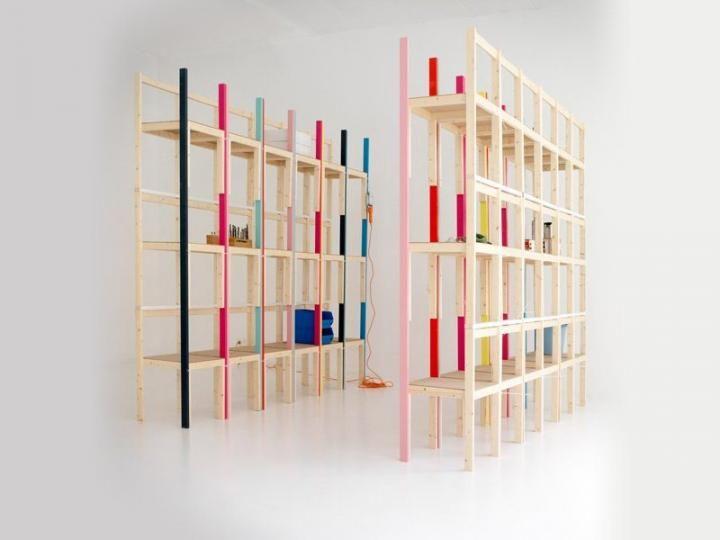 Ideia decorativa: estantes feitas com cadeiras