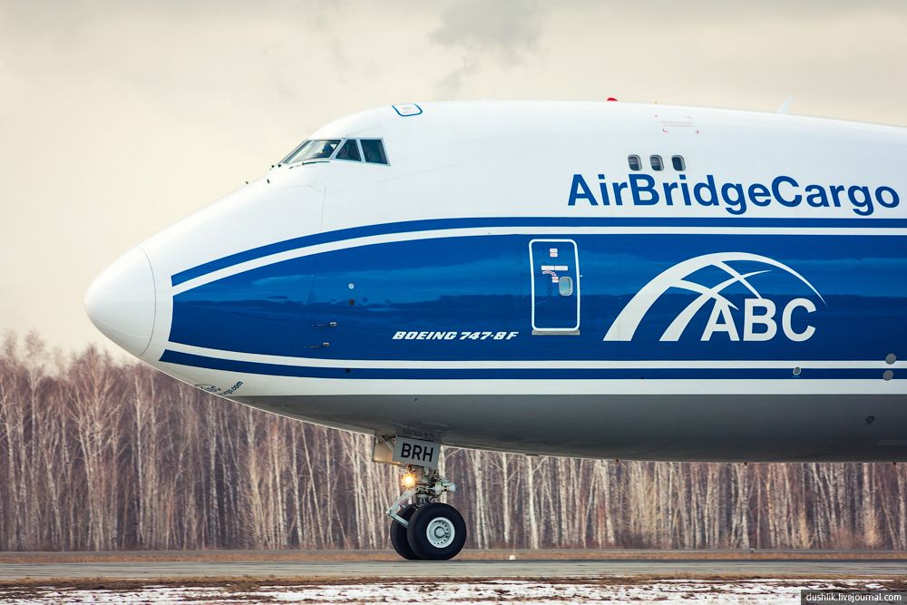 Exciting coverage of AirbridgeCargo Airlines' Boeing 747-8F freighter arrival at Chelyabinsk Airport.