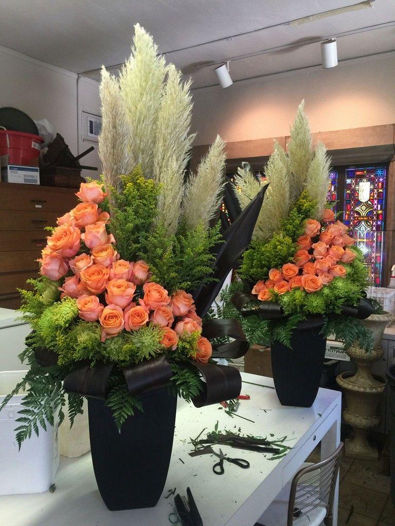 58 Beautiful Rose Arrangement Ideas For Your Girlfriend In 2020 Large Flower Arrangements Large Floral Arrangements Fresh Flowers Arrangements