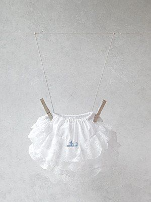 Three tiers of lace frills and a blue ribbon bow, are attached to the rear of our extra-comfy, elasticated panties. These panties add the perfect touch to your baby's outfit, with the lace frills peeping out beneath any top or short dress. Available in more colour options.