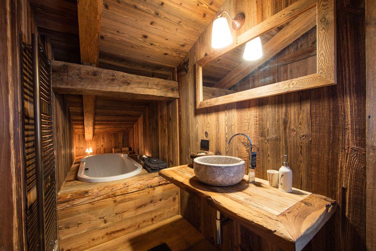 Bagno artigianale in legno antico interni arredamento bagno