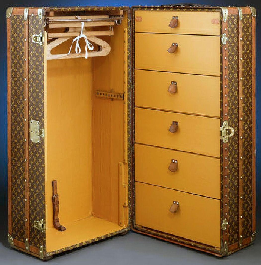 louis vuitton malle de voyage 39 garde robe 39 ann es 20 au temps ancien avant 1940. Black Bedroom Furniture Sets. Home Design Ideas