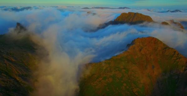 17-åringen sender en drone opp på det norske fjellet - så fotograferer han noe helt utrolig
