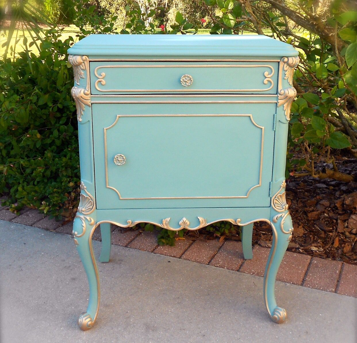 Beautiful Antique Nightstand Painted In Aqua Turquoise Gold Details Oh So Provence This Antique Mobilier De Salon Patiner Un Meuble Decoration Interieure