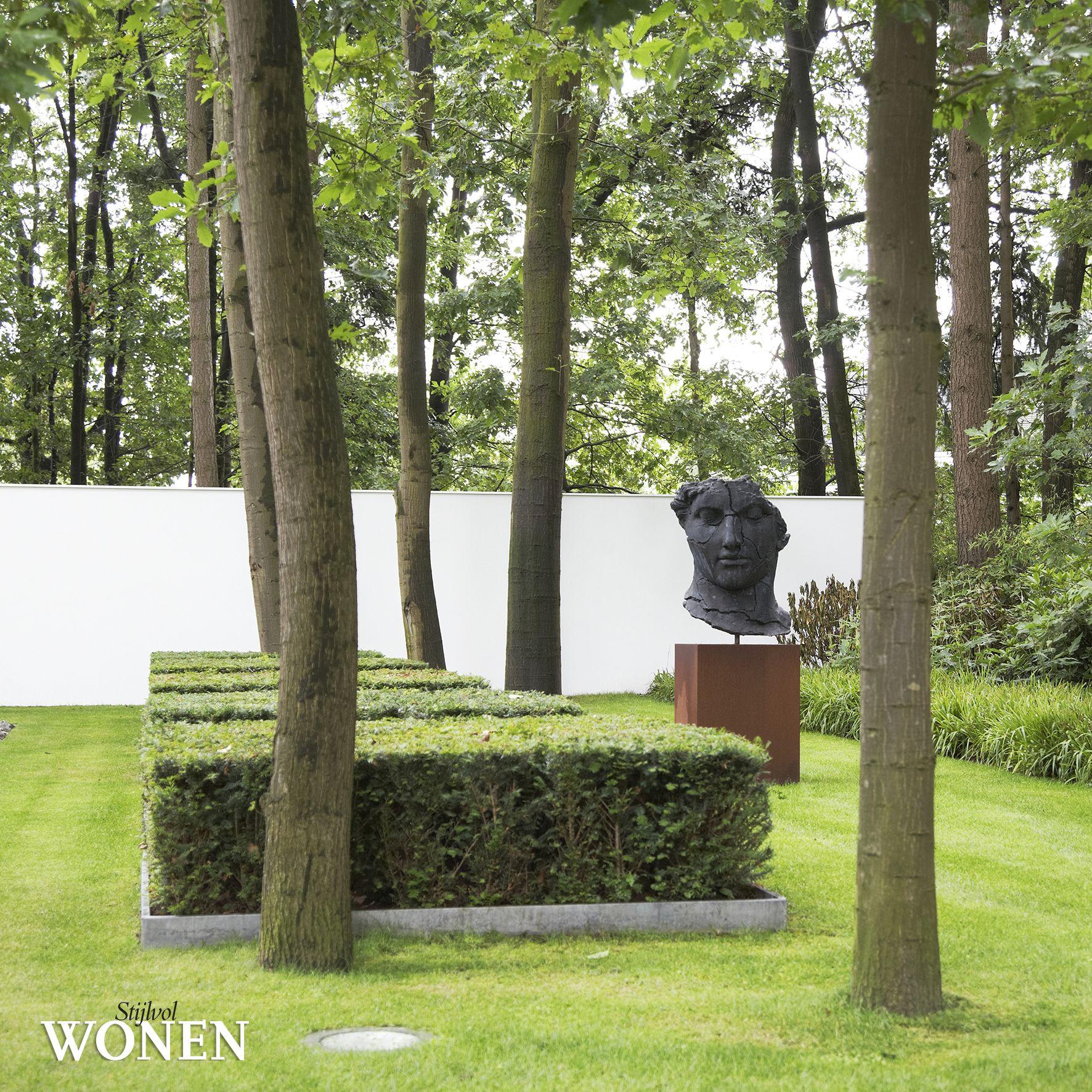 Stijlvol Wonen: het magazine voor warm-hedendaags wonen - ontwerp: Puur Buitengewone Groenprojecten - fotografie: Sarah Van Hove, Dorien Ceulemans, Jonah Samyn #outdoor #tuin #kunst