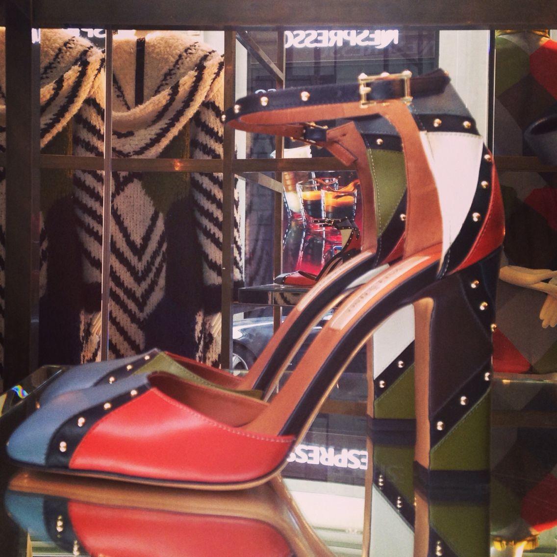 Colorblock per i sandali a punta quadra Valentino con borchie, squared point Valentino sandals