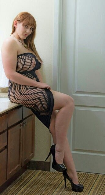 Redhead milf takes it up her ass