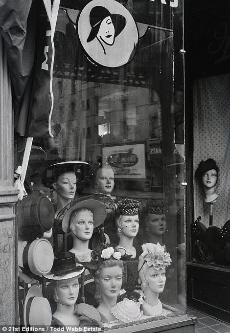 New York City As It Was Stunning Photographs From 1946 In 2020 Vintage Millinery Vintage Mannequin Hats Vintage