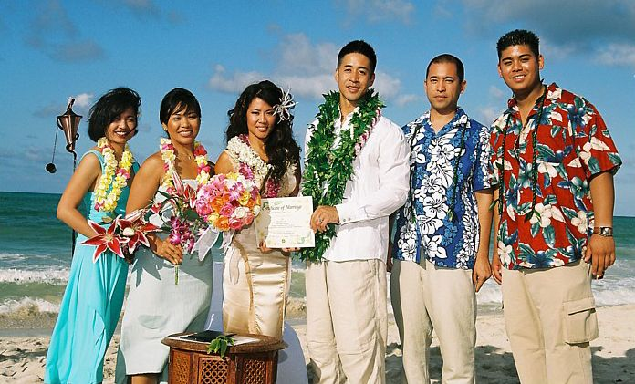 Hawaiian Style Beach Wedding attire ~ Aloha shirts & lei | Hawaiian ...
