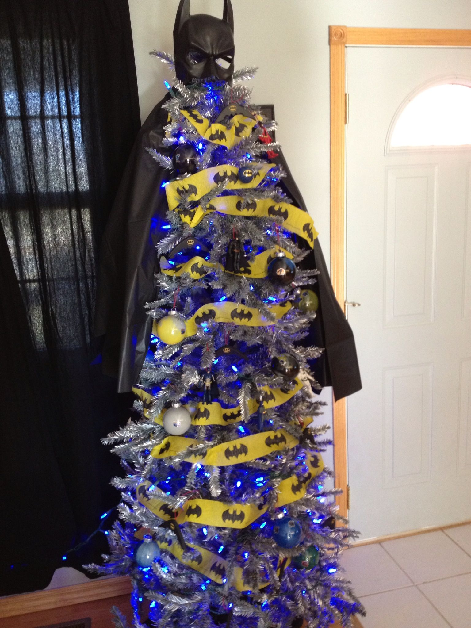 christmas tree decorated like batman | Batman Christmas tree ...