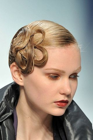 Crazy Updos Runway Hairstyles | Runway hair styles are cool and ...