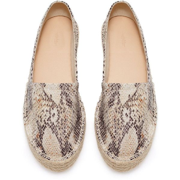 Zara Raffia Espadrille (47 BRL) ❤ liked on Polyvore featuring shoes, sandals, flats, espadrilles, zara, espadrilles shoes, raffia shoes, zara footwear, zara flats and espadrille sandals