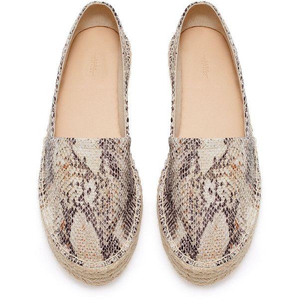 Zara Raffia Espadrille (47 BRL) ❤ liked on Polyvore featuring shoes, sandals, flats, espadrilles, zara, espadrilles shoes, raffia shoes, zara footwear, zara flats and espadrille sandals