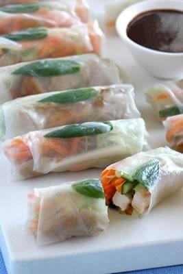 Lilydale Hoisin chicken rice paper rolls