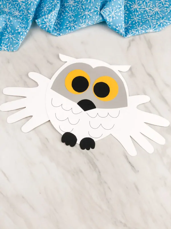 Are you a teacher looking for a fun owl craft to make in the classroom? This handprint snowy owl is