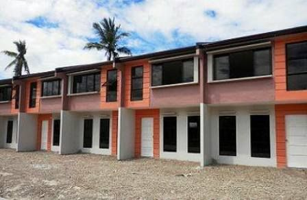 Deca Homes Baywalk Talisay 1 1m Only With Images House Plans
