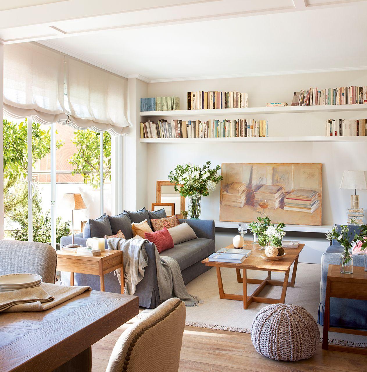 Un piso en barcelona tranquilo y luminoso salones muy for Salones para pisos