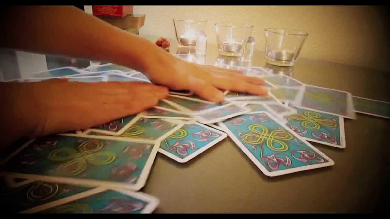 How to shuffle tarot cards 3 simple tarot card shuffling