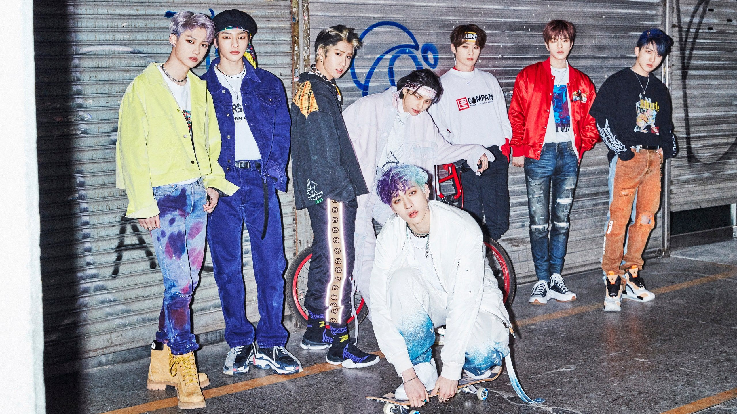 Stray Kids Mix Seasoned Confidence With Raw Emotion In 2020 Kids Groups Stray Kids