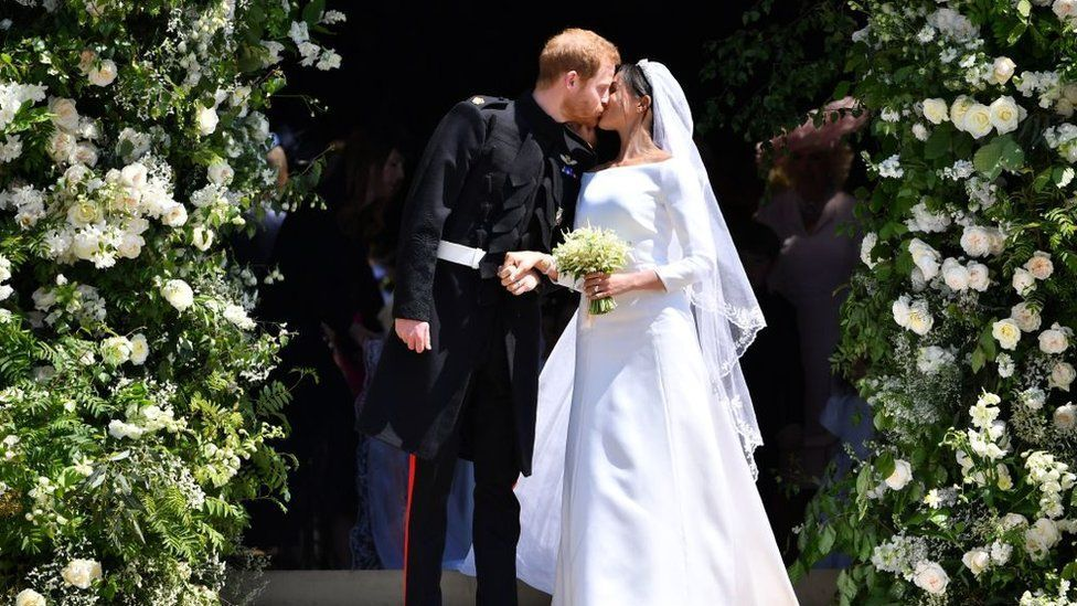 meghan y harry boda beso