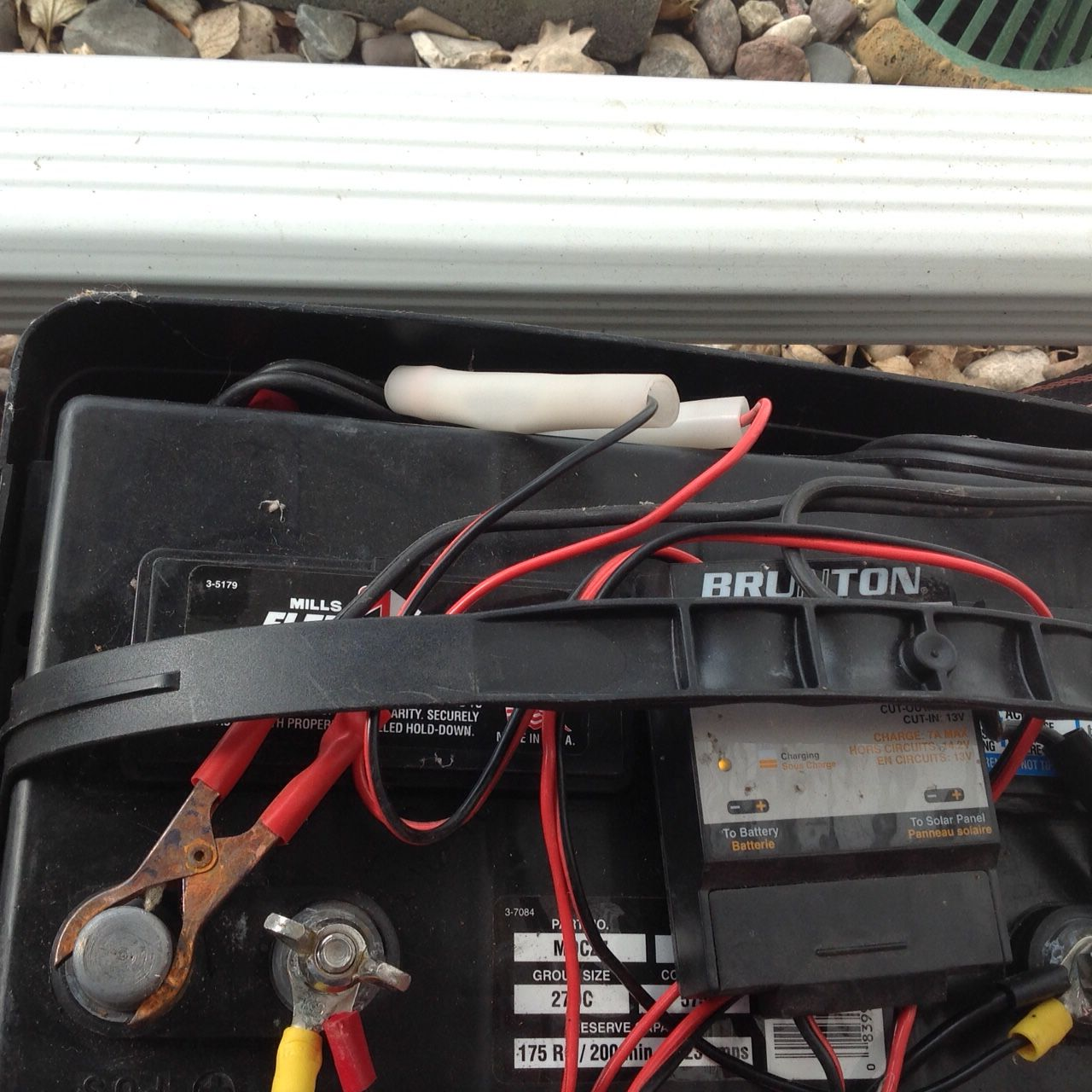 how to wire up 12 volt solar panels