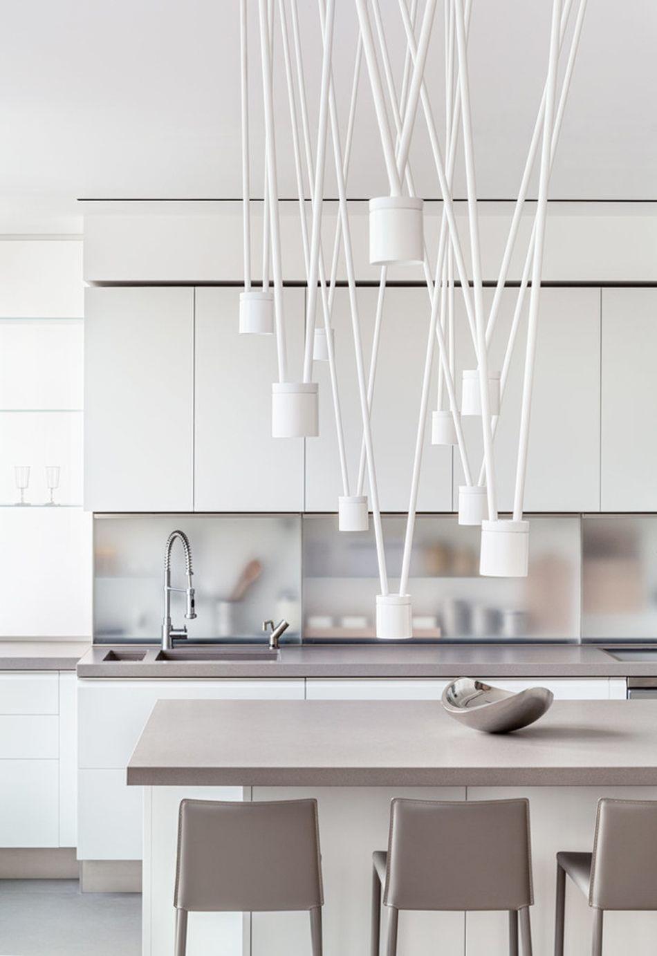 Belle Cuisine En Blanc Et Gris Au Design Futuriste Et épuré