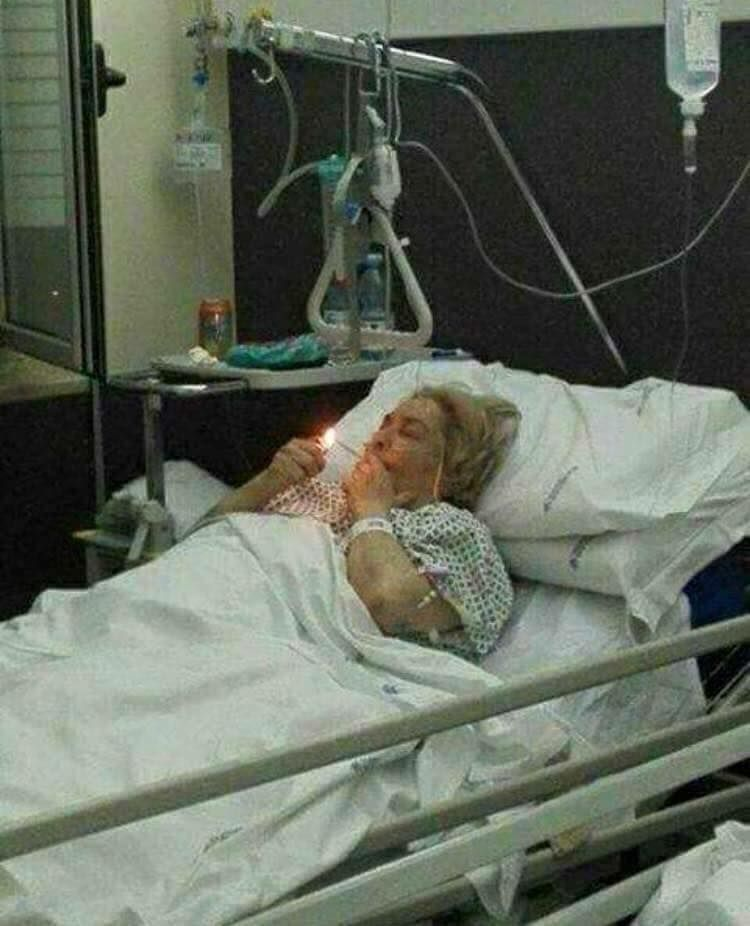 Girl In Hospital Bed Funny : hospital, funny, Inneres