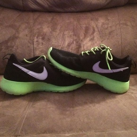 womans ladies track athletic shoes nikes sneaker lime green suede US 7.5 WORN 2X