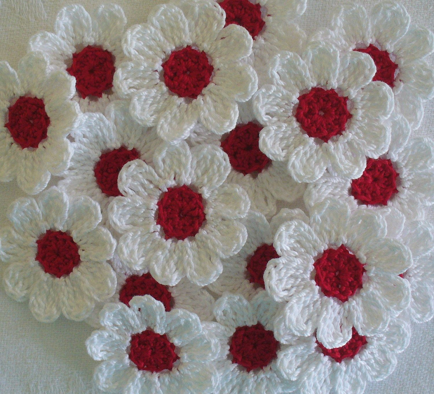 12 cotton thread crochet flowers white petals and red centers add red and white crochet daisies 12 small handmade appliques craft supplies izmirmasajfo