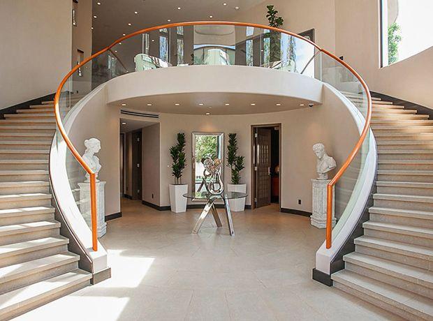 Maisons De Luxe  La Villa De Rihanna En Vente   Millions