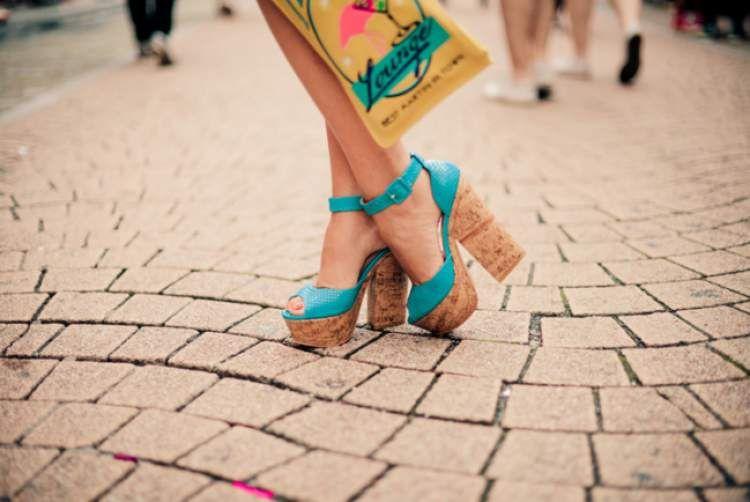 3a3a6addb9ee2 Sandálias plataforma com salto de cortiça são tendências da moda verão 2017