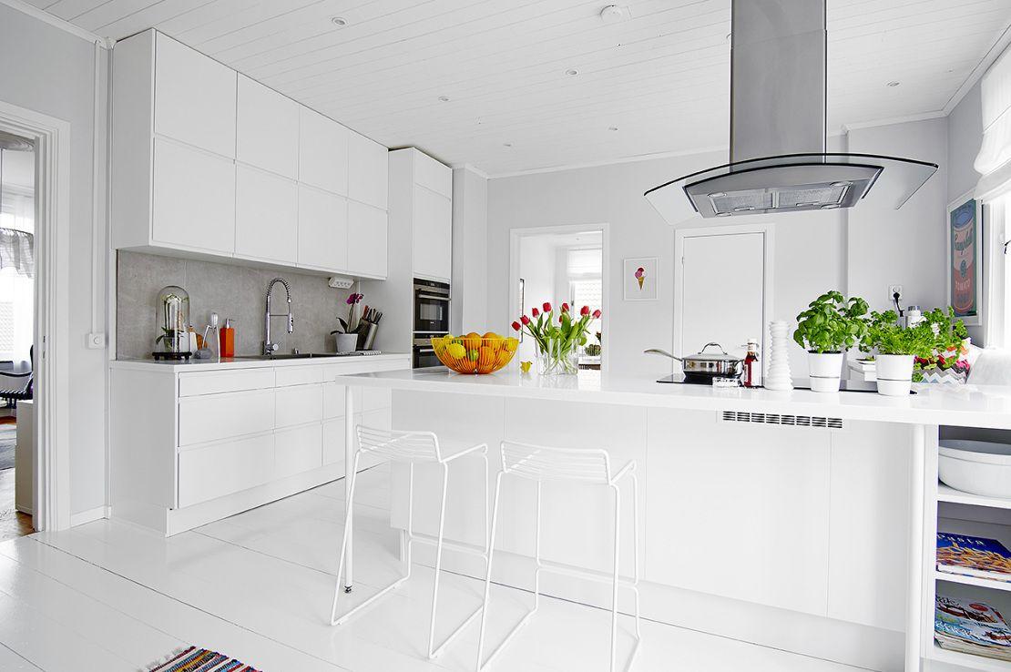 La cocina es lo importante cocina n rdica con pen nsula for Cocinas integrales blancas modernas
