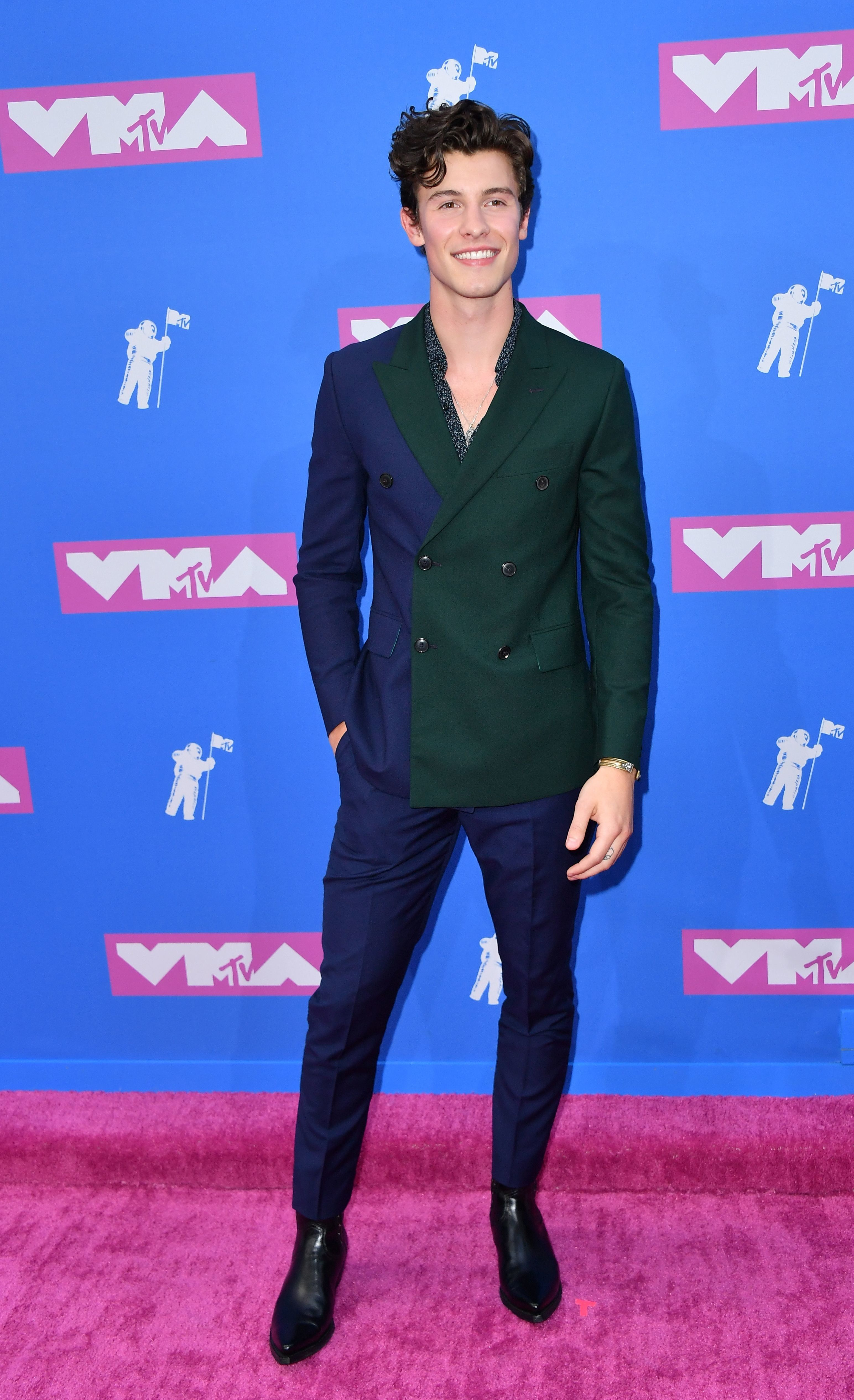 5fe37721129c9 Feeling this suit! Shawn Mendes MTV VMAS 2018 - Split Personality Suit by Paul  Smith