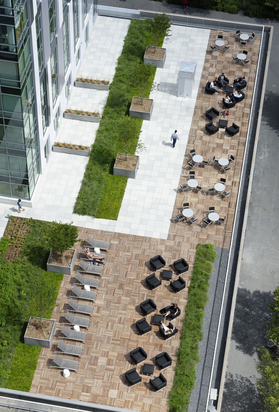 Roof Deck At Watermark Kendall East By Jacqueline Mcgee Hospitalitydesign Roofdeck Outdoorliving Watermark In 2020 Roof Landscape Rooftop Design Roof Garden