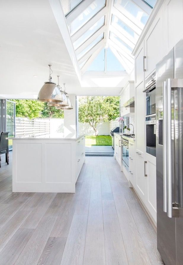 Perfect White Airy #Modern #Kitchen Wood Flooring Pinterest Konyha - laminat in küche verlegen