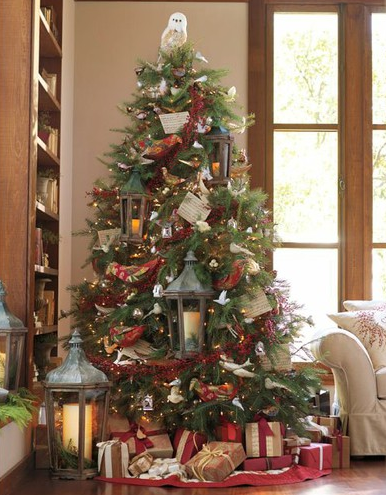 potter esque christmas tree with hedwig topper - Harry Potter Christmas Decorating Ideas