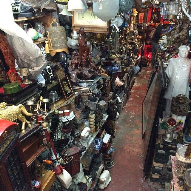 Arnolds Attic Flea Market Shops All Along Upper Lascar Row Vintage Clothes Shop Vintage Clothing Stores Vintage Shops