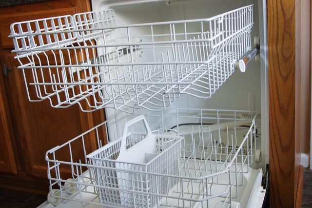 How To Use Clorox Or Bleach In Dishwashers Bleach In Dishwasher Clean Dishwasher With Bleach Cleaning Your Dishwasher