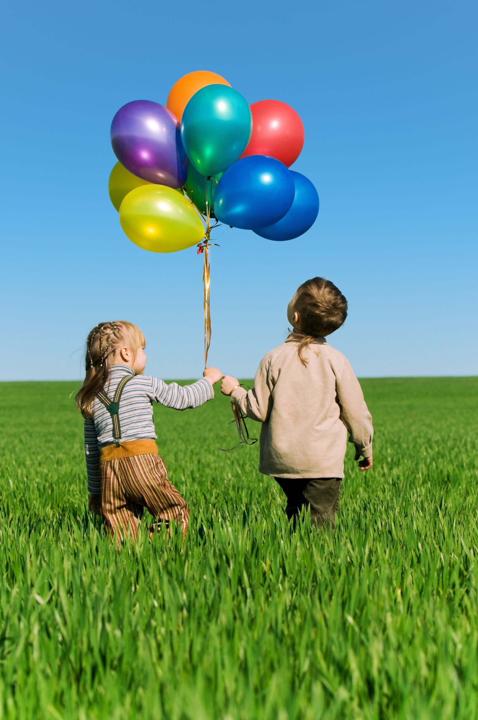 Kids walking away with balloons shoot1 pinterest for Balloon ideas for kids