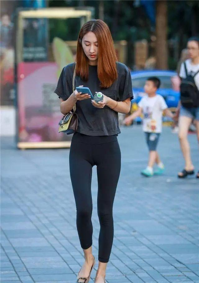 街拍紧身裤 | 苗条身材美女修长大长腿气质靓丽